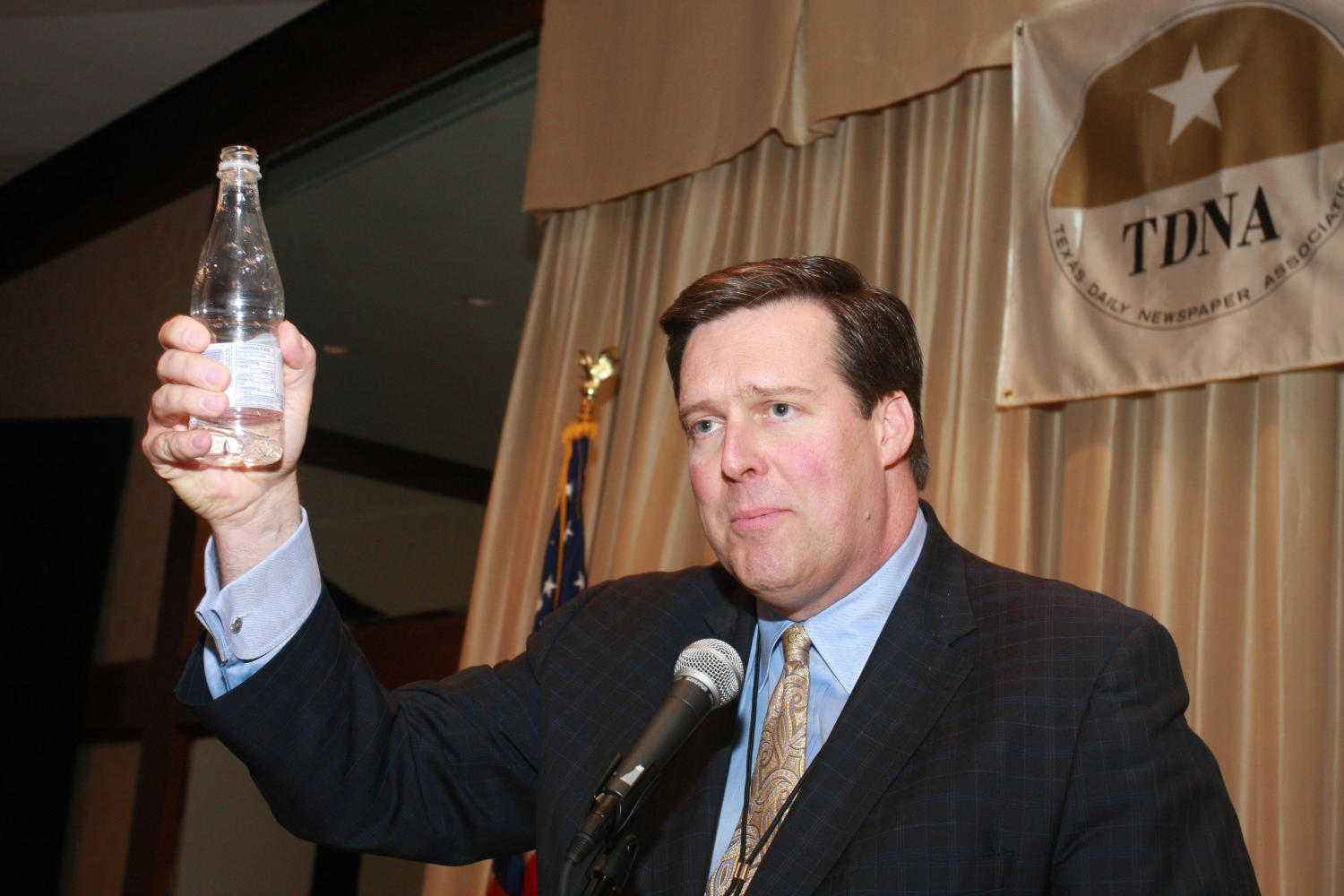 [Nelson Clyde IV giving toast at TDNA conference], Photograph of Nelson Clyde IV giving a toast during the 2010 Texas Daily Newspaper Association annual meeting held in Houston, Texas.,