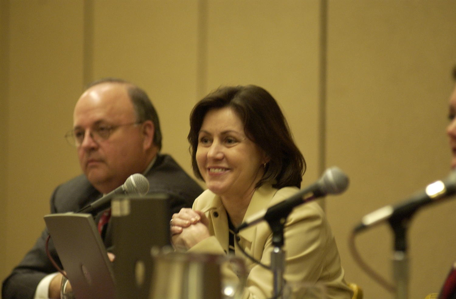 [Bob Carlquist and Rebecca Baldwin at TDNA conference, 2], Photograph of Bob Carlquist (left) and Rebecca Baldwin (right), two guest speakers attending the 2004 Texas Daily News Association annual conference held in Corpus Christi. Baldwin is seen leaning forward and looking out into the crowd of conference attendees.,