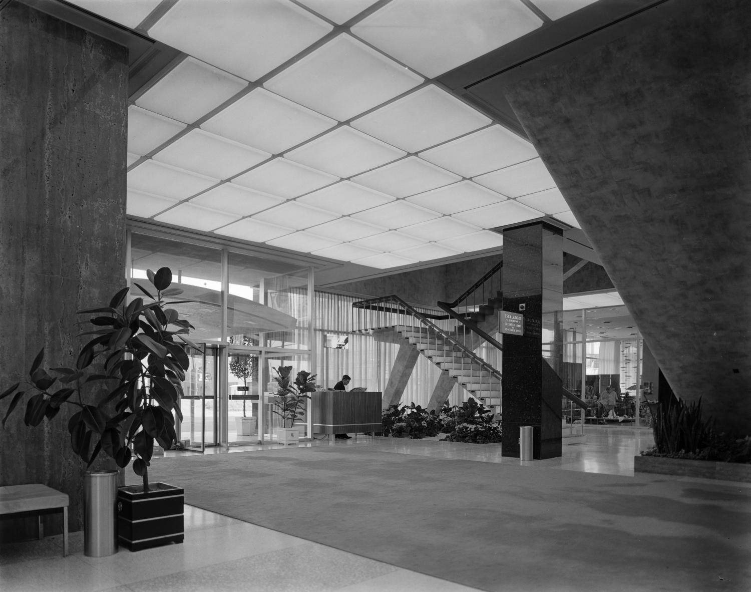 [Interior lobby of Southland Center]                                                                                                      [Sequence #]: 1 of 1