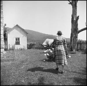 Primary view of object titled '[Woman at an outdoor quilting bee]'.