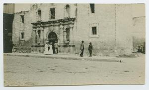 Primary view of object titled '[People Visiting the Alamo]'.