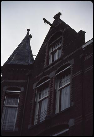 Primary view of object titled 'Lift to top of house'.