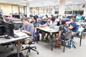 Primary view of object titled '[Students in the Willis Library computer lab]'.