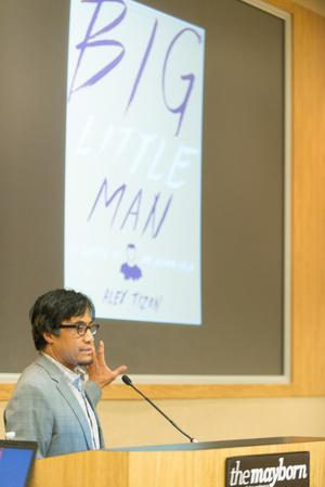 Primary view of object titled '[Alex Tizon speaking during the 2015 Mayborn Conference]'.