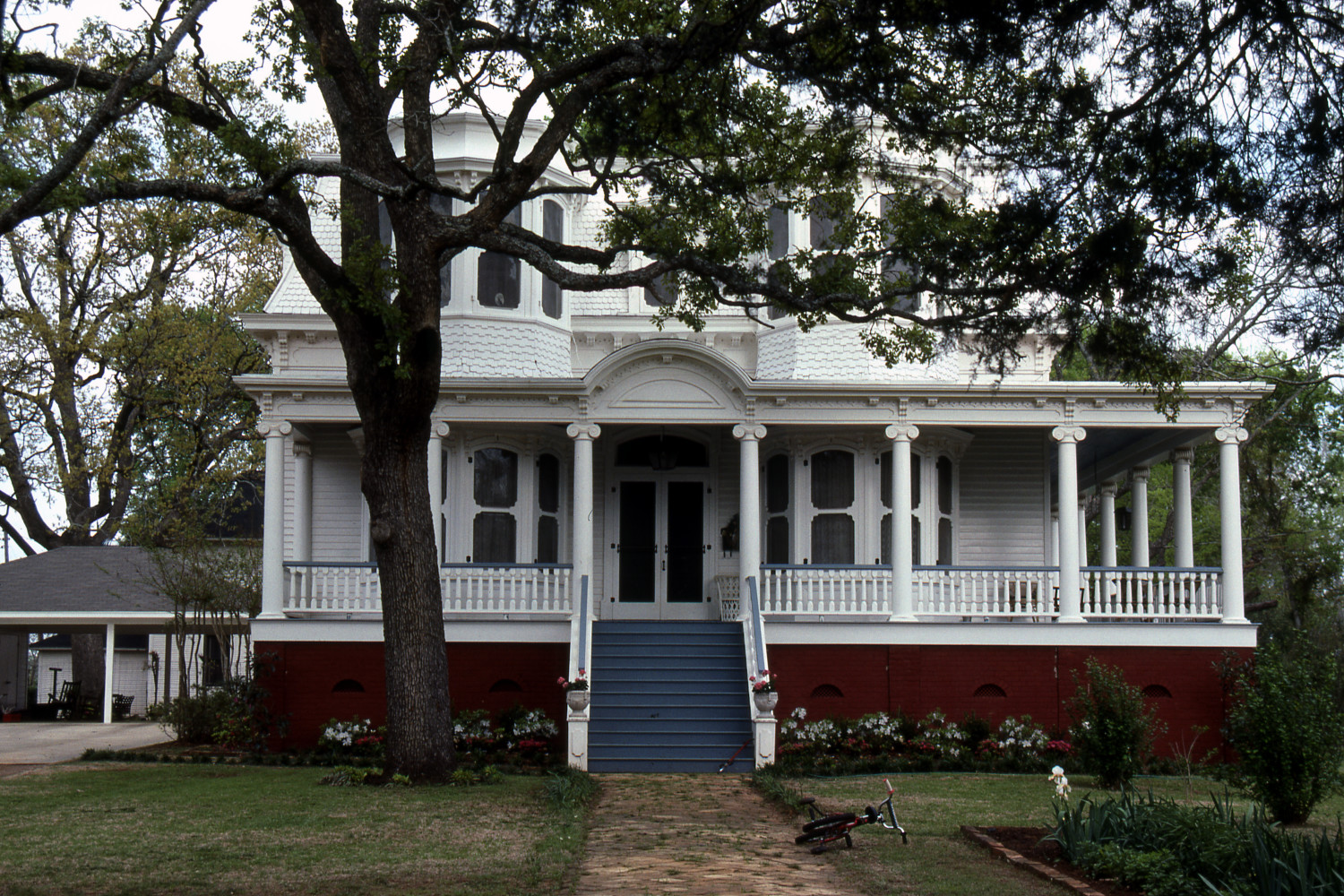 [412 S. Royall], Close-up photograph of the front of a two-story white house with blue and red accents, located at 416 S. Royall in Palestine, Texas.,