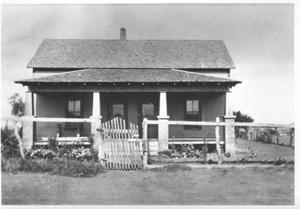 Primary view of object titled '[One story wood house with front porch]'.