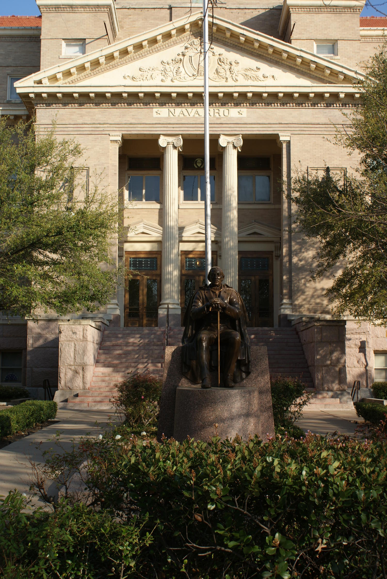 [Statue in Front of Courthouse]                                                                                                      [Sequence #]: 1 of 1
