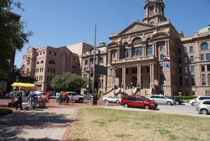 Primary view of object titled '[Cars and Crowds in Front of Courthouse]'.