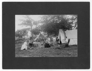Primary view of object titled 'Unidentified Individuals on Vacation in Mineral Wells'.