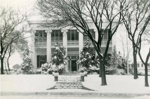 Primary view of object titled '[Governor's Mansion with snow]'.