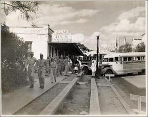 Primary view of object titled '[Servicemen arriving in Austin]'.