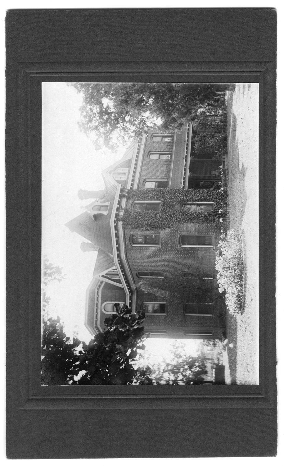 Exterior View of W. C. Wright's Home                                                                                                      [Sequence #]: 1 of 1