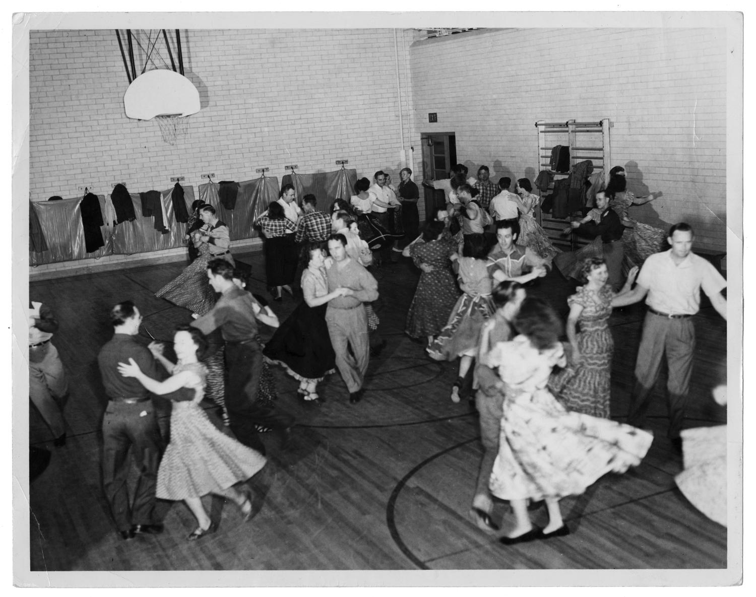 Squaredancing in Unidentified School Gymnasium                                                                                                      [Sequence #]: 1 of 2