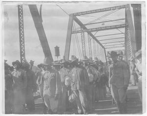 Primary view of object titled '[Mexican Federal soldiers at International Bridge]'.