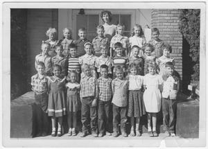 Primary view of object titled 'Eagle Elementary 3rd Grade Class of 1950'.