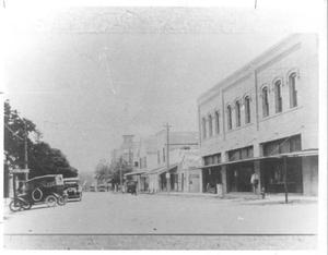 Primary view of object titled '[Downtown Richmond looking east along Morton Street]'.