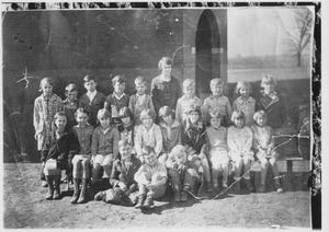 Primary view of object titled 'Unidentified Class of Students and Instructor'.