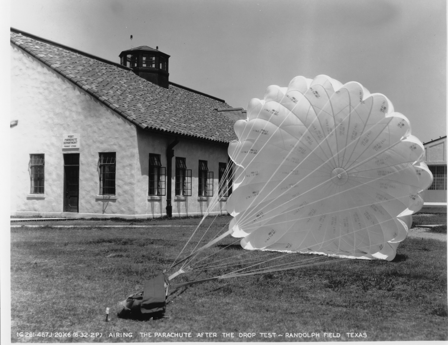 Airing the Parachute after the Drop Test                                                                                                      [Sequence #]: 1 of 1