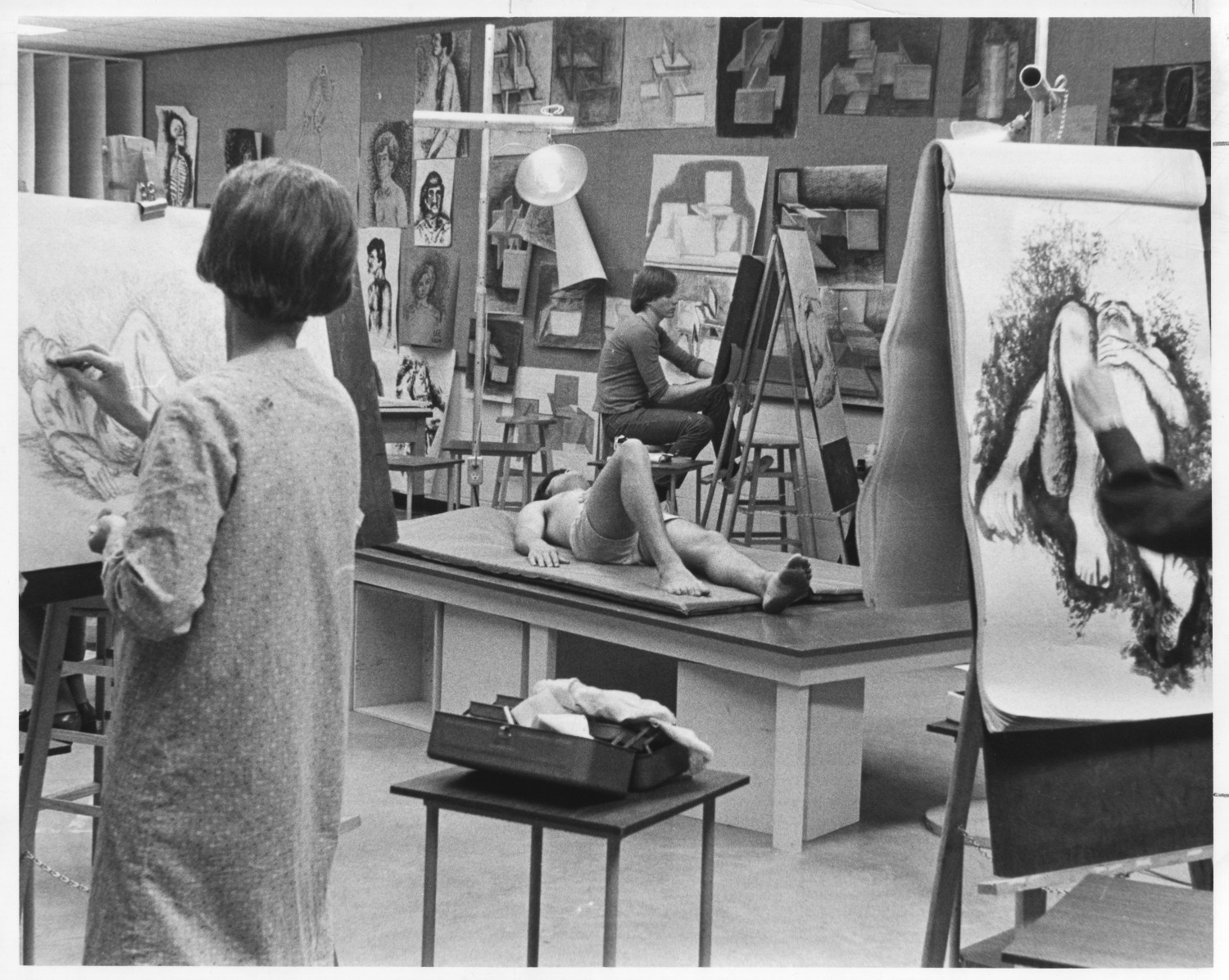 Students in a Life Drawing Class - Side 1 of 1 - The ...