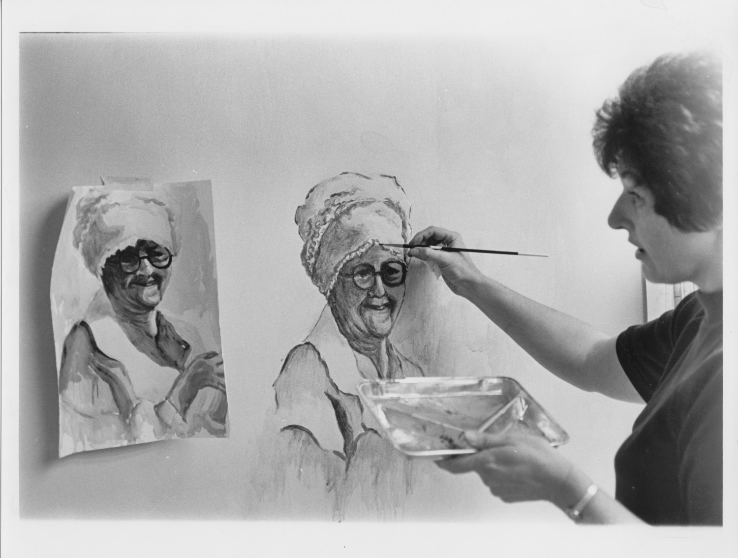 Freddie Fisher Painting a Portrait of Jane Boothe                                                                                                      [Sequence #]: 1 of 1