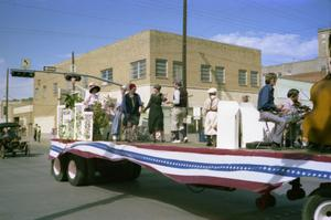 Primary view of object titled '[The Bicentennial Parade in Mineral Wells]'.