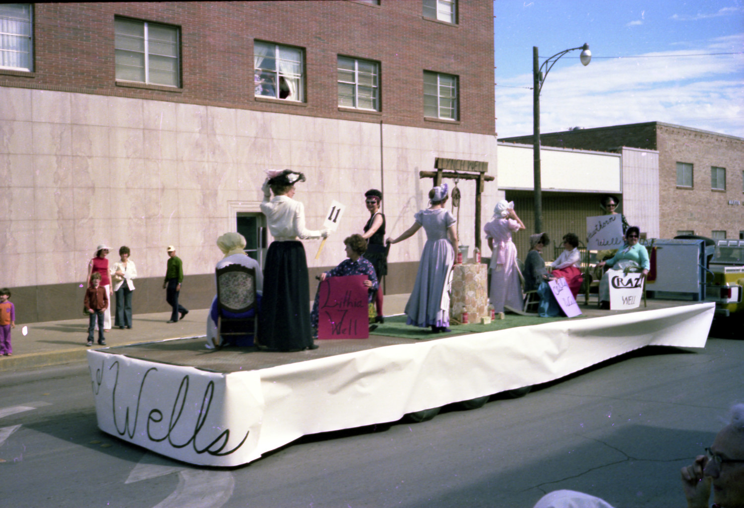 [The Bicentennial Parade in Mineral Wells]                                                                                                      [Sequence #]: 1 of 1