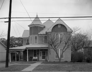 Primary view of object titled '[The Old Katie Ware Home , 911 North Oak] Avenue'.