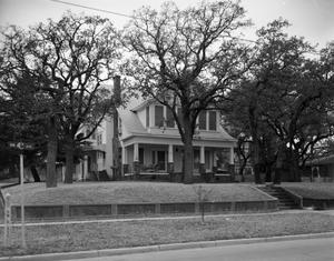 Primary view of object titled '[A House at 401 NW 4th Avenue]'.