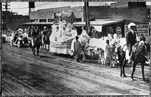 Primary view of object titled '[The Palo Pinto County Fair Parade of 1912]'.