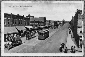 Primary view of object titled 'Oak Street, Mineral Wells, Texas'.