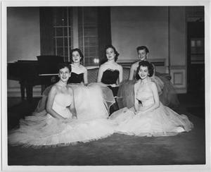 Primary view of object titled '[1953 North Texas Homecoming Queen and her court]'.