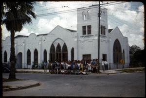Primary view of object titled '[Photograph of a Group in Front of Iglesia Presbiteriana Mexicana]'.