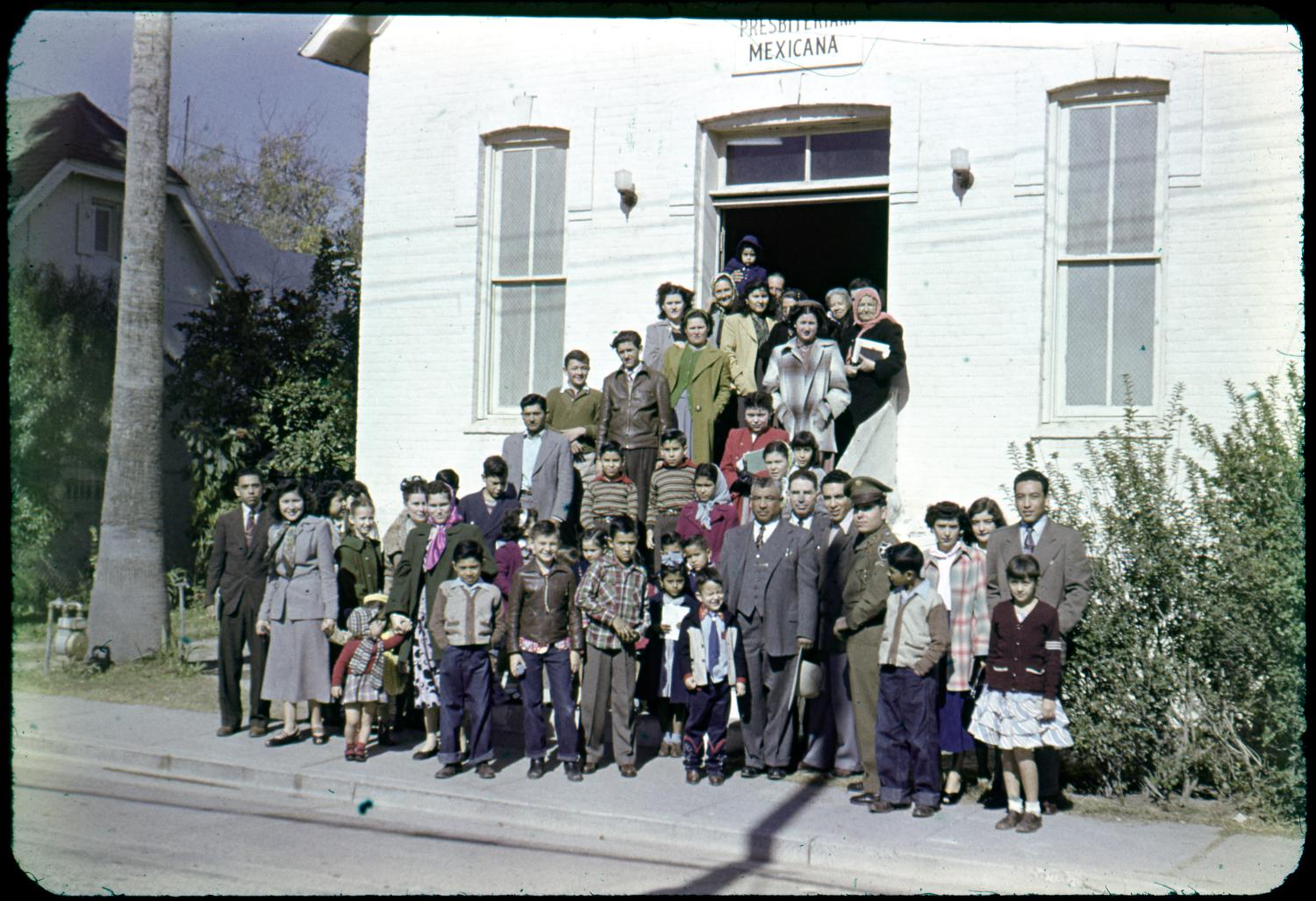 [Photograph of Group in Front of Iglesia Presbiteriana Mexicana]                                                                                                      [Sequence #]: 1 of 1