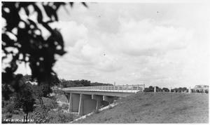 Primary view of object titled '[South San Gabriel River Bridge on U.S. Highway 81]'.