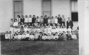 Primary view of object titled '[Rosenberg Public School students c. 1916]'.