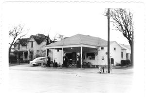 Primary view of object titled '[Gas station in Weatherford, Texas]'.
