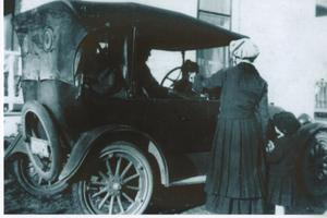 Primary view of object titled '[Women with child in Model T]'.