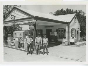 Primary view of object titled '[Johnson's Texaco Station, Round Rock]'.