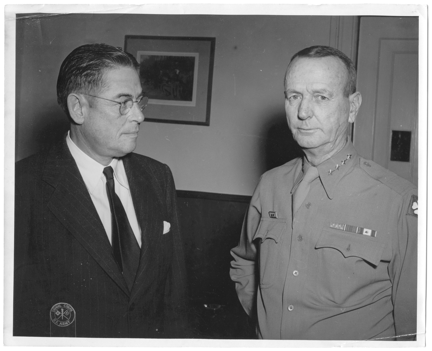 [Lamar Fleming, Jr. with General J. M. Wainwright, lighter image]                                                                                                      [Sequence #]: 1 of 1