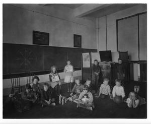Primary view of object titled '[Elementary school classroom at West Texas State Normal College demonstration school]'.