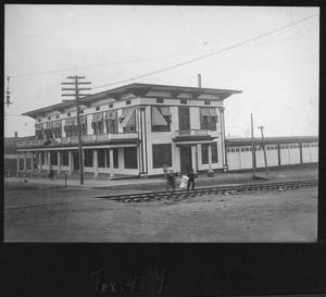 Primary view of object titled '[Unidentified Building, Possibly in Texarkana, Arkansas]'.