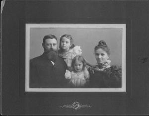 Primary view of object titled '[Hilmar Guenther family]'.