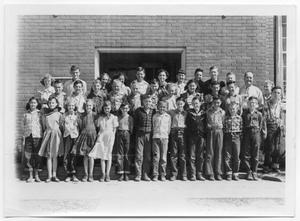 Primary view of object titled '[Sixth grade class photograph]'.