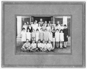 Primary view of [Fifth grade class photograph]