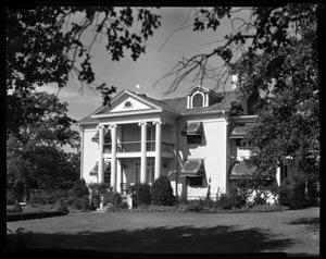 Primary view of object titled 'President's home replaced by present Administration Building south of Hubbard'.