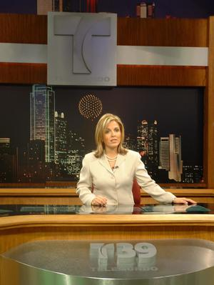 [Claudia, Telemundo logo, and Dallas skyline]
