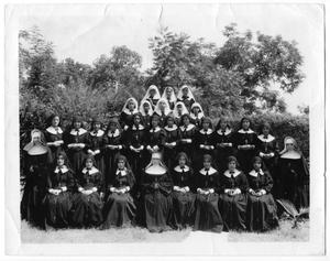 Primary view of object titled '[Photograph of nuns of Amalia at León]'.