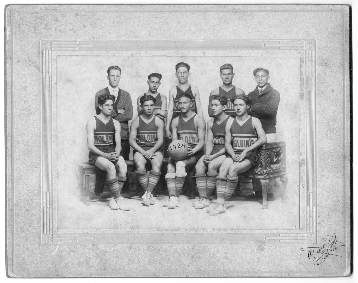 [Boys basketball team, Holding Institute, San Antonio, Texas]                                                                                                      [Sequence #]: 1 of 2