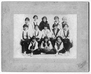 Primary view of object titled '[Girls basketball team, Holding Institute, San Antonio, Texas]'.