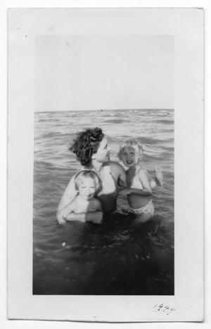 Primary view of object titled '[Zella Hansen with Daughters Joan and Jean]'.